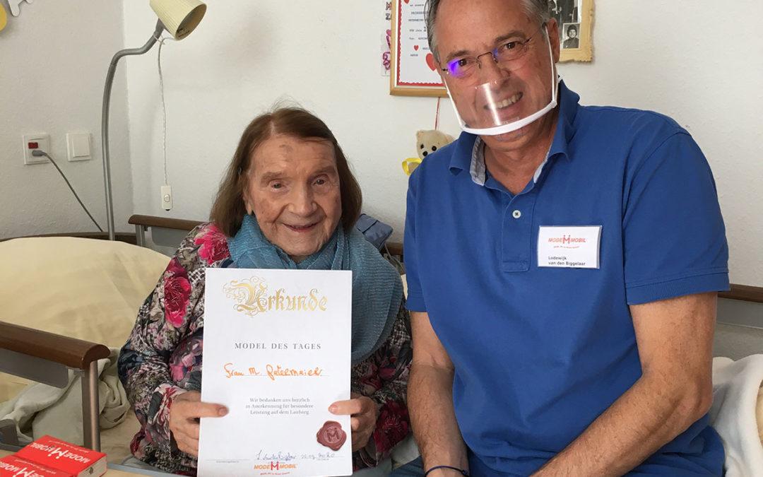 Modemobil gratuliert der ältesten Bürgerin in NRW